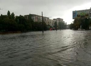 В результате продолжительного дождя в Одессе снова затопило улицы