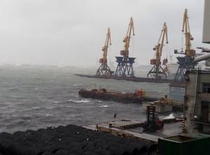 В одесском порту волны выше некоторых зданий (ФОТО, ВИДЕО)