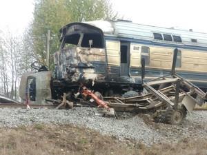 ДТП на Одесской железной дороге: дизель-поезд столкнулся с грузовиком (ФОТО)