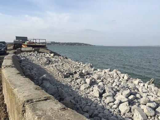Продолжается капитальный ремонт дамбы Хаджибейского лиман