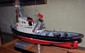 В музей Одесского порта вернули восстановленную после пожара модель буксира