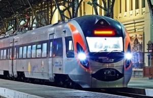 """ЧП на железной дороге:  в двух скоростных поездах класса """"Интерсити+"""" разбили окна."""
