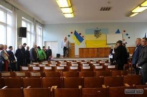 """Люстрация: В Одесской области депутата """"Оппоблока"""" кинули в мусорный бак"""