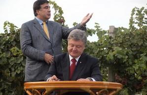 """Саакашвили опять """"наехал"""" на Президента"""