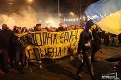 Одесса в огне: по городу прошли маршем футбольные фанаты (ФОТО)