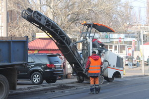 Начало ремонта транспортной развязки под Пересыпским мостом стало причиной масштабных пробок в Одессе (ФОТО)