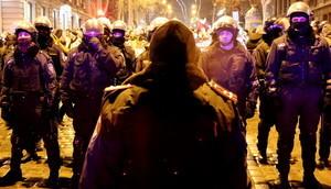 Страсти около футбола в Одессе: подралось 100 человек. Есть пострадавшие и задержанные