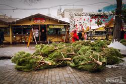 На Дерибасовской устанавливают ёлку (ФОТО)