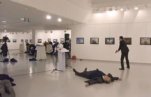 Бывший полицейский пристрелил российского посла в Турции (ФОТО, ВИДЕО)