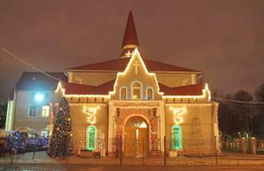 Одесские протестанты рассказали о рождественских традициях и зажгли огни на одном из храмов (ФОТО)