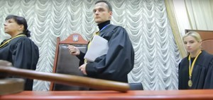 Сотрудники Киевского суда Одессы решили поиграть в манекены (ВИДЕО)