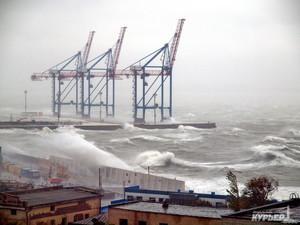 Синоптики предупреждают об сильном шторме на Черном море
