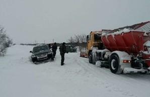 Дороги Одесской области постепенно расчищают (ФОТО)