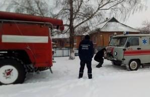 Непогода в Одесской области: спасатели вытащили из снежного плена машину скорой помощи (ФОТО)