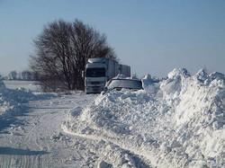 Снегоуборочная техника расчищает дорогу на Сарату (ФОТО)