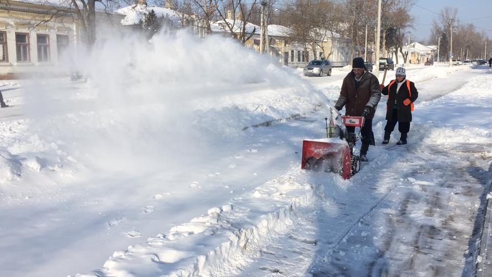 Как горожане Килию от снега очищали