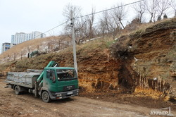 В одесской Аркадии строители сбежали от чиновников и возмущенных оползнями местных жителей (ФОТО)