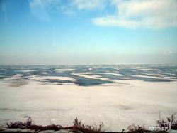 Озера украинского Придунавья замерзли: красивые пейзажи и опасная рыбалка (ФОТО)