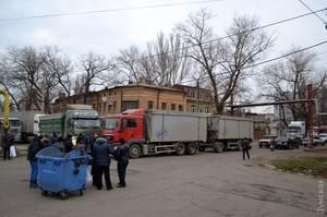 Полиция просит городские власти как-то разрешить конфликт, связанный с проездом фур в одесский порт