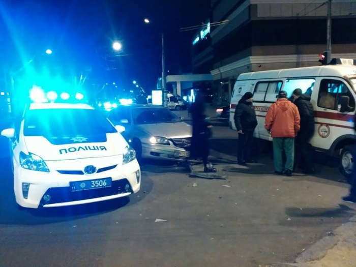 Ночная авария в Одессе: автомобиль врезался в магазин
