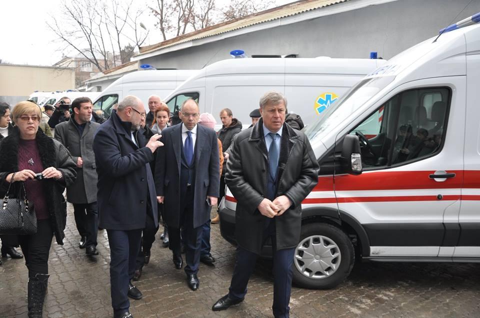 """Южные районы Одесской области получили новенькие машины """"скорой помощи"""""""