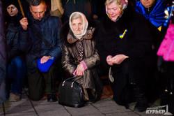 В память о Майдане одесситы выстроились в форме тризуба с горящими свечами (ФОТО)