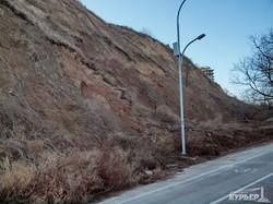 Оползень грозит завалить глиной пешеходные дорожки и Трассу Здоровья в Одессе (ФОТО)
