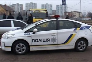 В Киеве неизвестный угнал маршрутку и устроил перестрелку с полицией