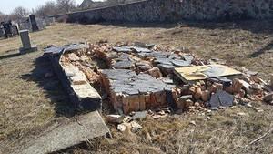 В Одесской области опять поглумились над памятником жертвам Холокоста (ФОТО)