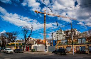 Из-за многоэтажного новостроя в Одессе обрушился частный жилой дом (ФОТО)