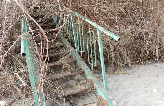 На одесских склонах очередной оползень уничтожил половину пляжа