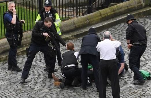 Теракт в Лондоне у здания парламента: 2 погибших, 7 раненых (ФОТО, ВИДЕО)