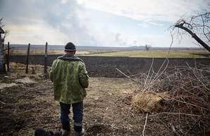 Балаклея: саперы начали разминирование территории, пожар и взрывы продолжаются