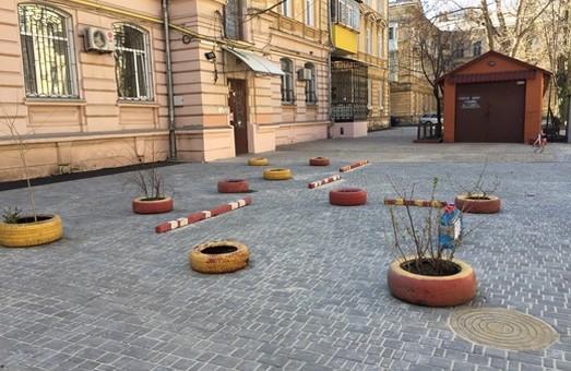 В Одессе ремонтируют внутриквартальный проезд (ФОТО)