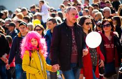 Лица одесской Юморины: маски и праздничная мишура