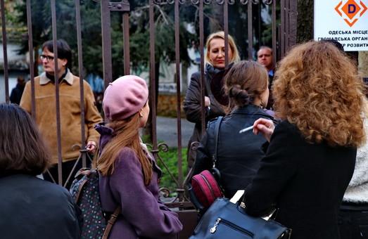 Жертвы безвиза: французы не пустили в музей около сотни одесситов (ФОТО)