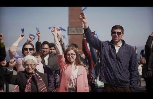 """Активисты городской организации Оппозиционного Блока провели акцию """"Платок Памяти"""" (Видео)"""