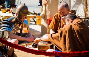 На Дерибасовской расположился лагерь римских легионеров (ФОТО)