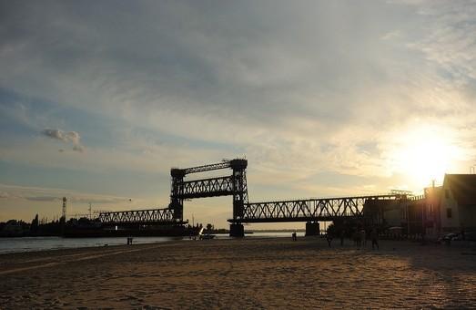 Ради курортного сезона одесские железнодорожники отложили ремонт моста в Затоке и обещают не разводить мост днем
