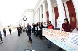 """""""Одесса без Ланжерона теряет всякий смысл"""": под мэрией протестовали противники расширения дельфинария (ФОТО)"""