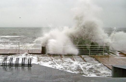 На Одессу в ближайший час надвигается новый шторм