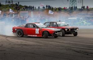 Одесские автолюбители устроили соревнования по дрифту (ФОТО)