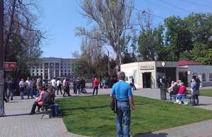 Куликово поле в Одессе оцеплено: граждан пропускают только через рамки (ФОТО)