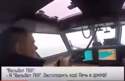 Российский военный корабль пытался взять на абордаж украинский спасательный катер (ВИДЕО)