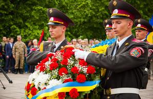 В сквере Небесной Сотни почтили память погибших в АТО (ФОТО)