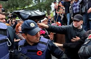 В Одессе на Аллее Славы драки: задержано 20 человек (ФОТО)
