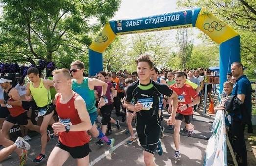 По одесской Трассе Здоровья пробежали 300 студентов