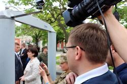 """Порошенко встречают с лозунгом """"Одеса в полоні бандитів та сепаратистів"""" (ФОТО)"""