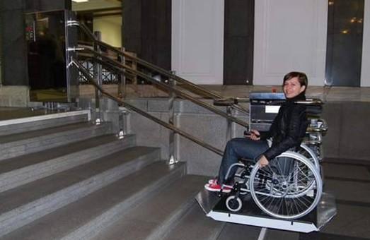 В Одессе предлагают создать удобные платформы для спуска колясок в подземные переходы