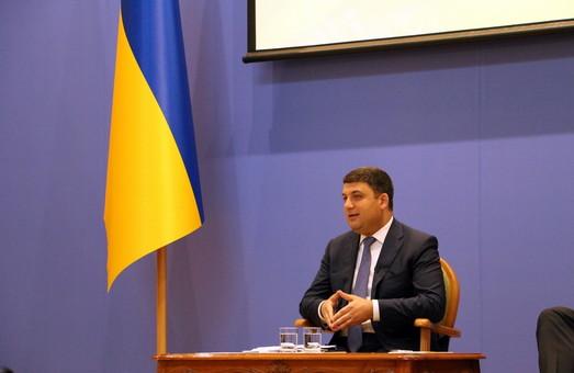 """Премьер раскритиковал """"папередников"""" и рассказал о росте украинской экономики"""